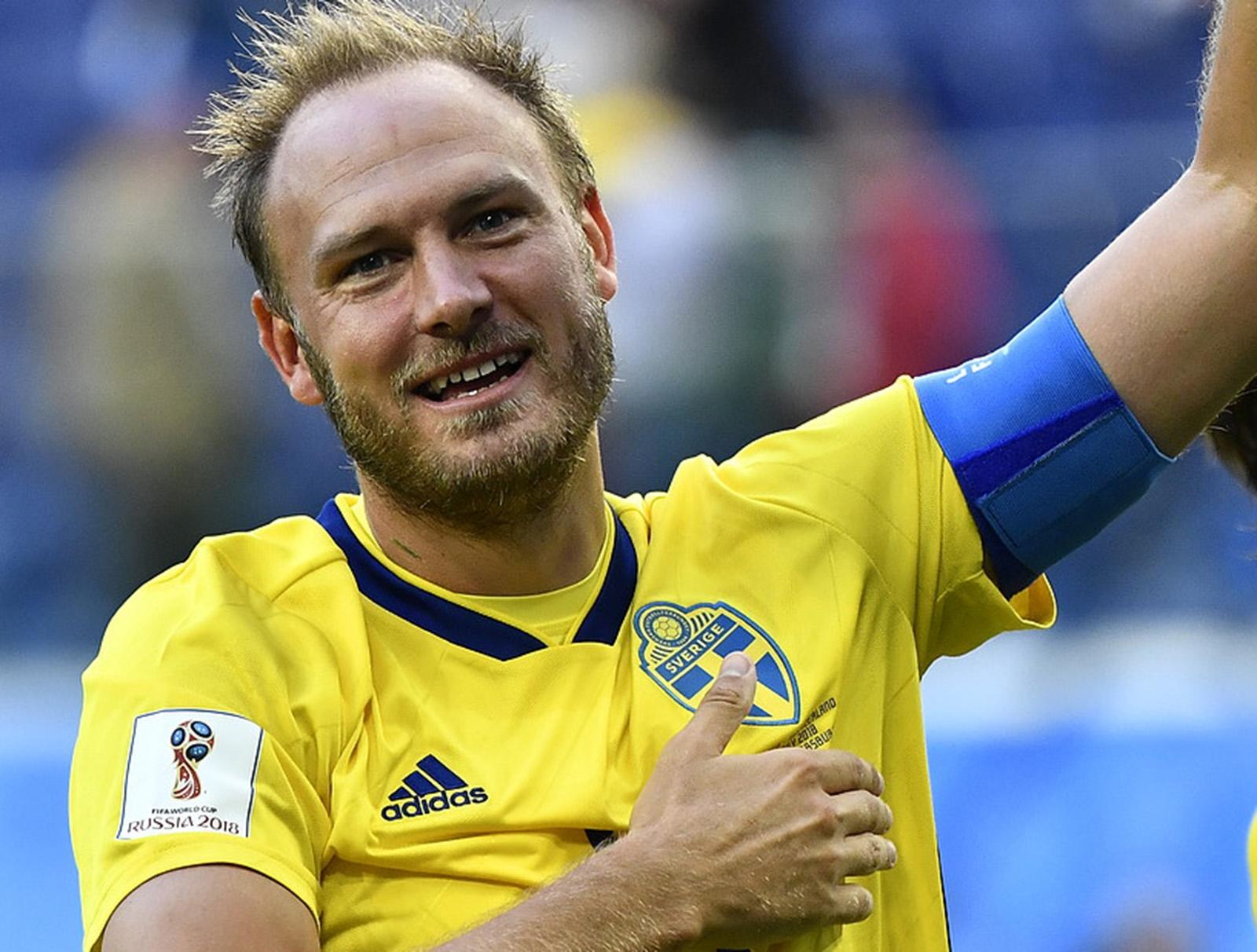 ndreas Granqvist jublar efter segern i åttondelsfinalen mot Schweiz på  Saint Petersburg Stadium under VM i Ryssland. Foto  Björn Larsson Rosvall    TT 3c9fc28b601e0