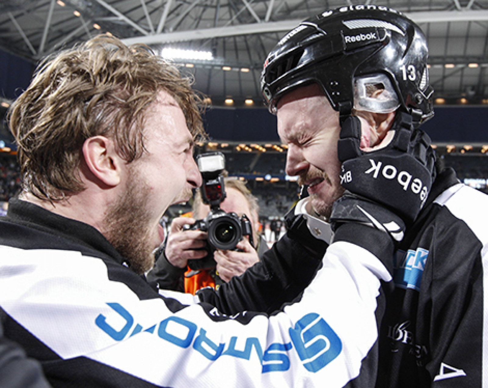 Magnus Muhren gråter efter sin sista bandymatch i karriären 8250e8053c906