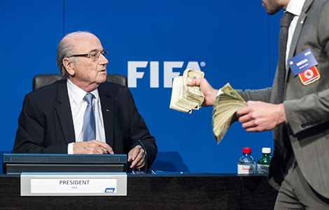 Blatter till angrepp mot kritiker